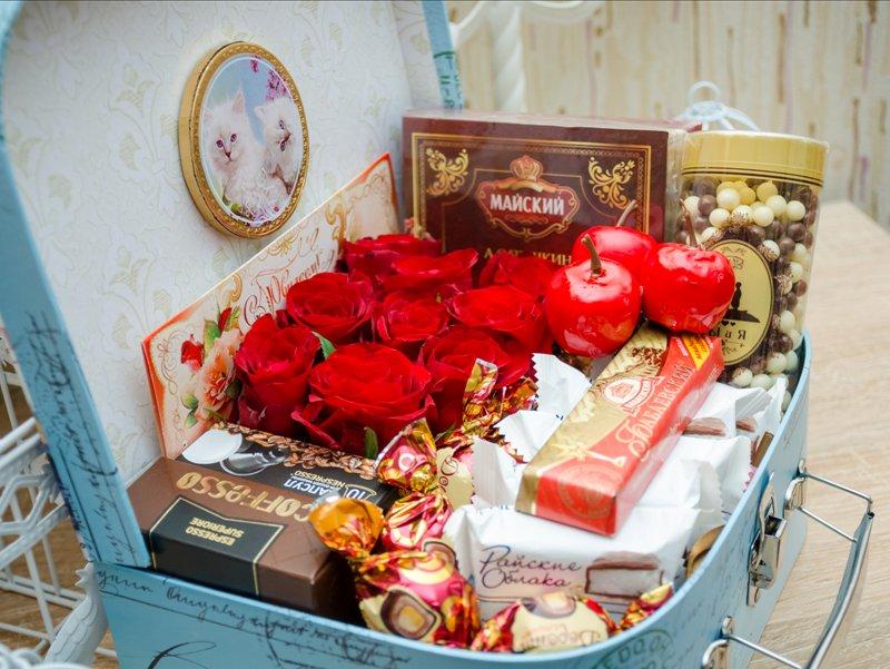 Как красиво уложить подарок в коробку 29
